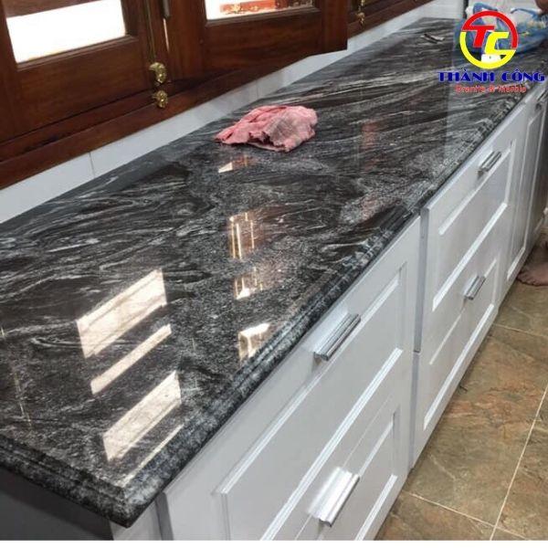 Đá granite đen sa mạc ốp bếp