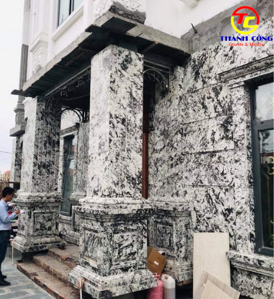 20. Ốp đá granite cột trắng vân tinh tế, cao cấp